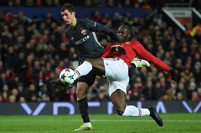 Manchester United's striker Romelu Lukaku shoots under pressure from CSKA Moscow's defender Viktor Vasin (L) to score their first goal during the UEFA Champions League Group A football match December 5, 2017 (AFP Photo/Oli SCARFF )