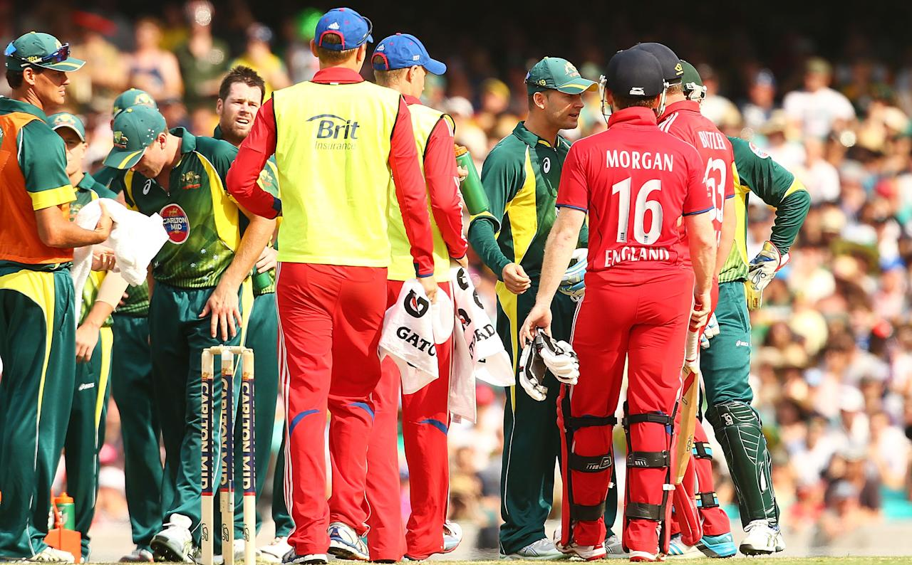 SYDNEY, AUSTRALIA - JANUARY 19:  Eoin Morgan and Jos Buttler of England and Australian captain Michael Clarke have words after Morgan stood his ground to dispute a catch by Daniel Christian of Australia during game three of the One Day International Series between Australia and England at Sydney Cricket Ground on January 19, 2014 in Sydney, Australia.  (Photo by Mark Nolan/Getty Images)