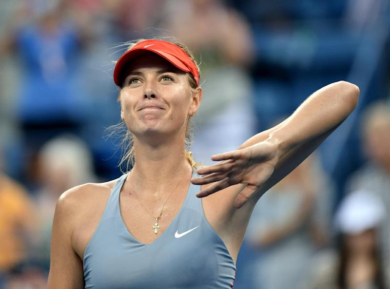 Maria Sharapova of Russia waves to the crowd after defeating Alexandra Dulgheru of Romania during their US Open women's singles match, in New York, on August 27, 2014 (AFP Photo/Stan Honda)