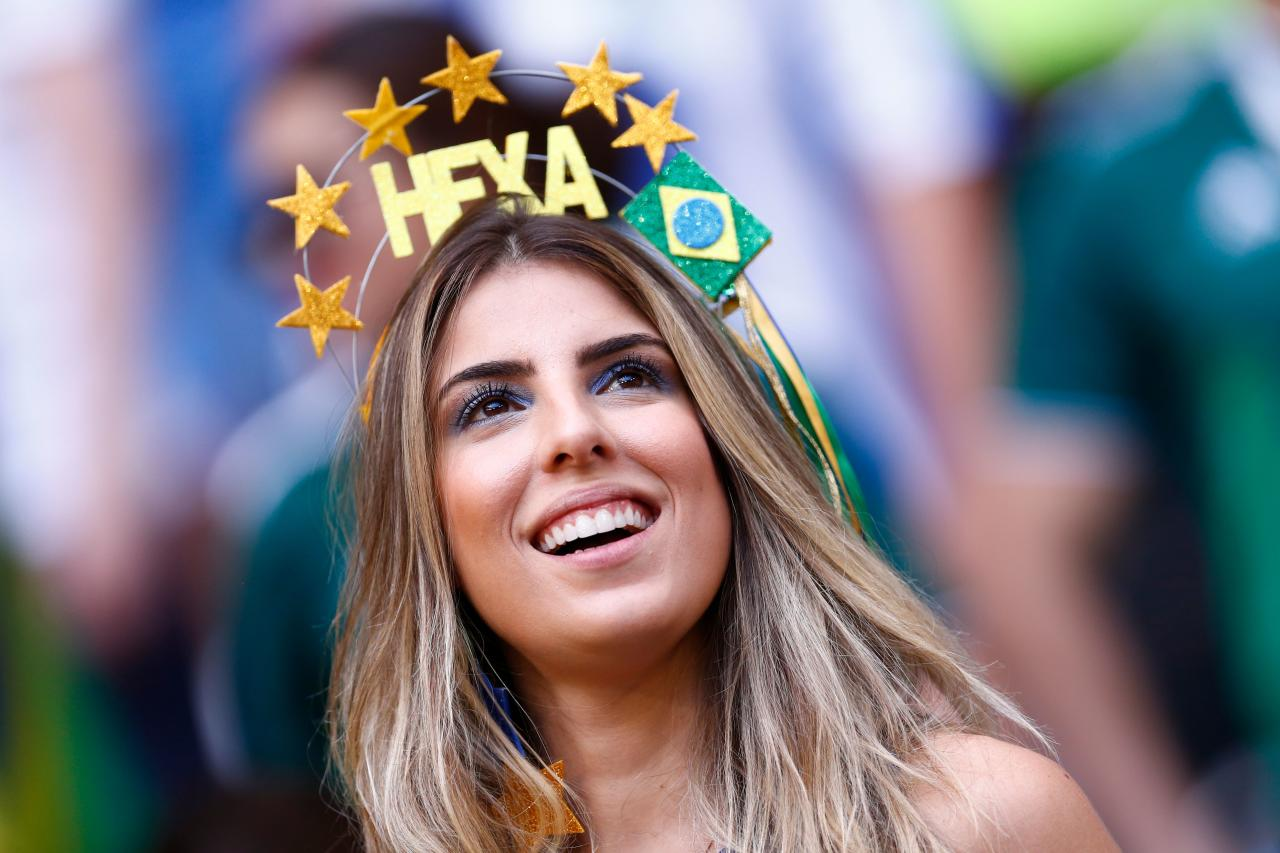 <p>A Brazil fan waits for the start of the Russia 2018 World Cup round of 16 football match between Brazil and Mexico at the Samara Arena in Samara on July 2, 2018. (Photo by BENJAMIN CREMEL / AFP) </p>