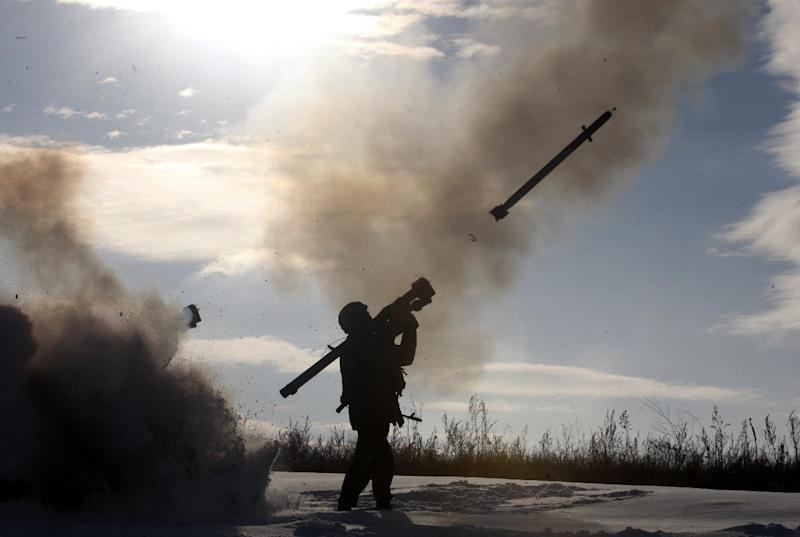 Ukrainian soldiers fire a missile with a man-portable air-defense system during exercices near the city of Shchastya, north of Lugansk, on December 1, 2014 (AFP Photo/Anatolli Stepanov)