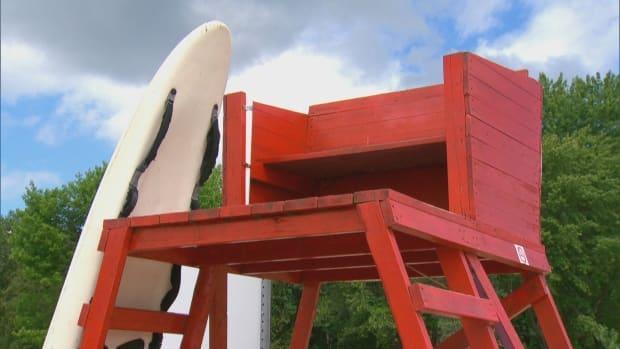 A file photo of a lifeguard chair at Lac-Simon, Que. The National Capital Commission announced the closure of a Gatineau Park beach on Saturday, citing a shortage of lifeguards. (CBC - image credit)