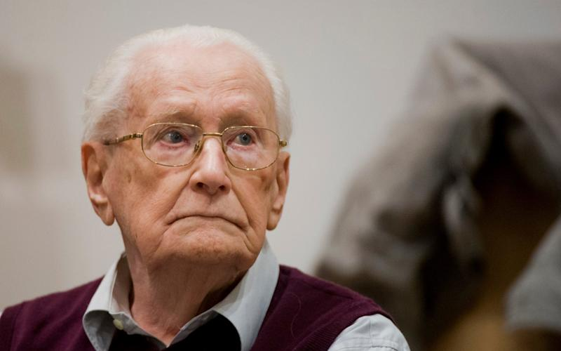 Former SS guard Oskar Groening waits for the start his trial in a courtroom in Lueneburg, northern Germany, April 2015 - dpa