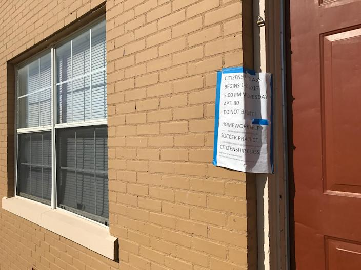 A sign advertising classes for refugees at a community center inside the Astoria Park Apartments in Amarillo, Texas. (Photo: Holly Bailey/Yahoo News)