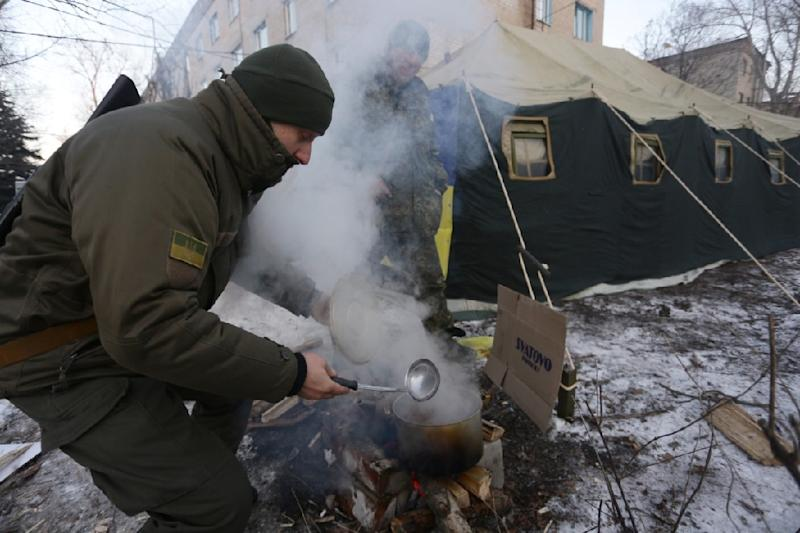 Fighting in the eastern Ukrainian town of Avdiivka has left more than 20,000 people without heat or water in freezing winter weather (AFP Photo/)