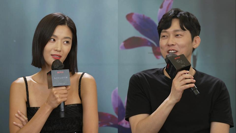 Gianna Jun (Jun Ji Hyun, left) and co-star Park Byung Eun share a light hearted moment talking about fish in an interview for special episode Kingdom: Ashin of the North
