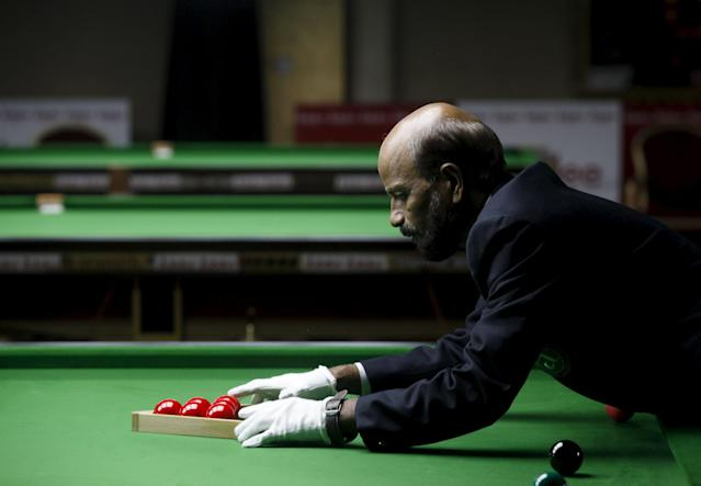 A referee sets billiard balls during the IBSF 6 reds Snooker Championships in Karachi, Pakistan, August 7, 2015. REUTERS/Akhtar Soomro