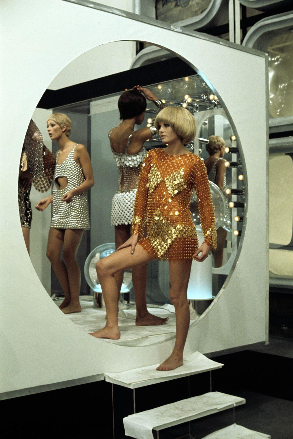 <p>The fashion version of metal armor, popularized by Paco Rabanne. </p>