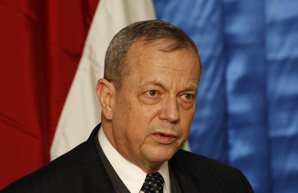 John Allen, US special presidential envoy for the global coalition to counter the Islamic State group, speaks during a press conference in Baghdad, Iraq, on January 14, 2015 (AFP Photo/Thaier al-Sudani)