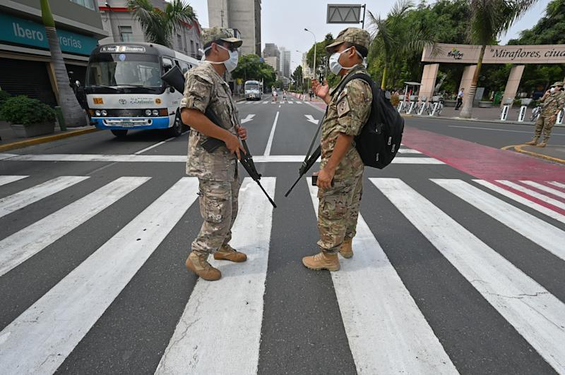 Peruvian army soldiers control traffic in Lima on March 16, 2020, in an attempt to persuade the population to stay at home, one day after President Martin Vizcarra announced a State of Emergency and a two-week nationwide home-stay quarantine. Source: Getty Images