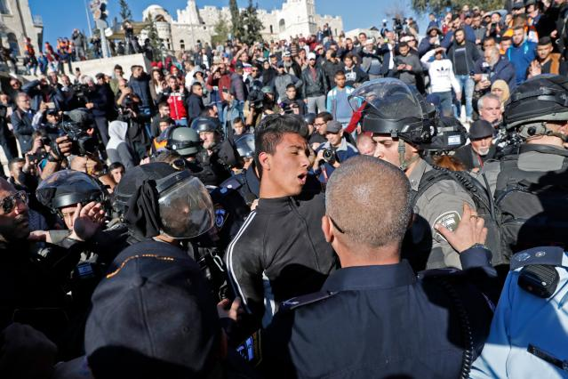 <p>Israeli forces scuffle with Palestinians at Damascus Gate in Jerusalem's Old City on Dec. 8, 2017. (Photo: Thomas Coex/AFP/Getty Images) </p>