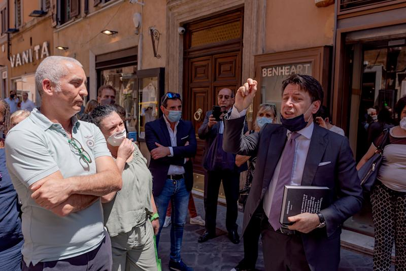 ROME, ITALY - JUNE 25: The President of the Council, Giuseppe Conte, walks to Palazzo Chigi, the seat of the Government, stopping to talk and take a selfie with members of the public on June 25, 2020 in Rome, Italy. (Photo by Stefano Montesi - Corbis/ Getty Images) (Photo: Stefano Montesi - Corbis via Getty Images)