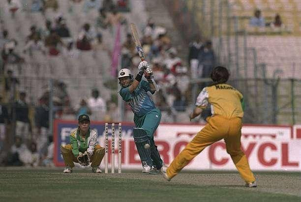 29 Dec 1997: Debbie Hockley of New Zealand batting during the Women's Cricket World Cup Final against Australia at Eden Gardens in Calcutta, India. Australia won the match by five wickets. \ Mandatory Credit: Craig Prentis /Allsport
