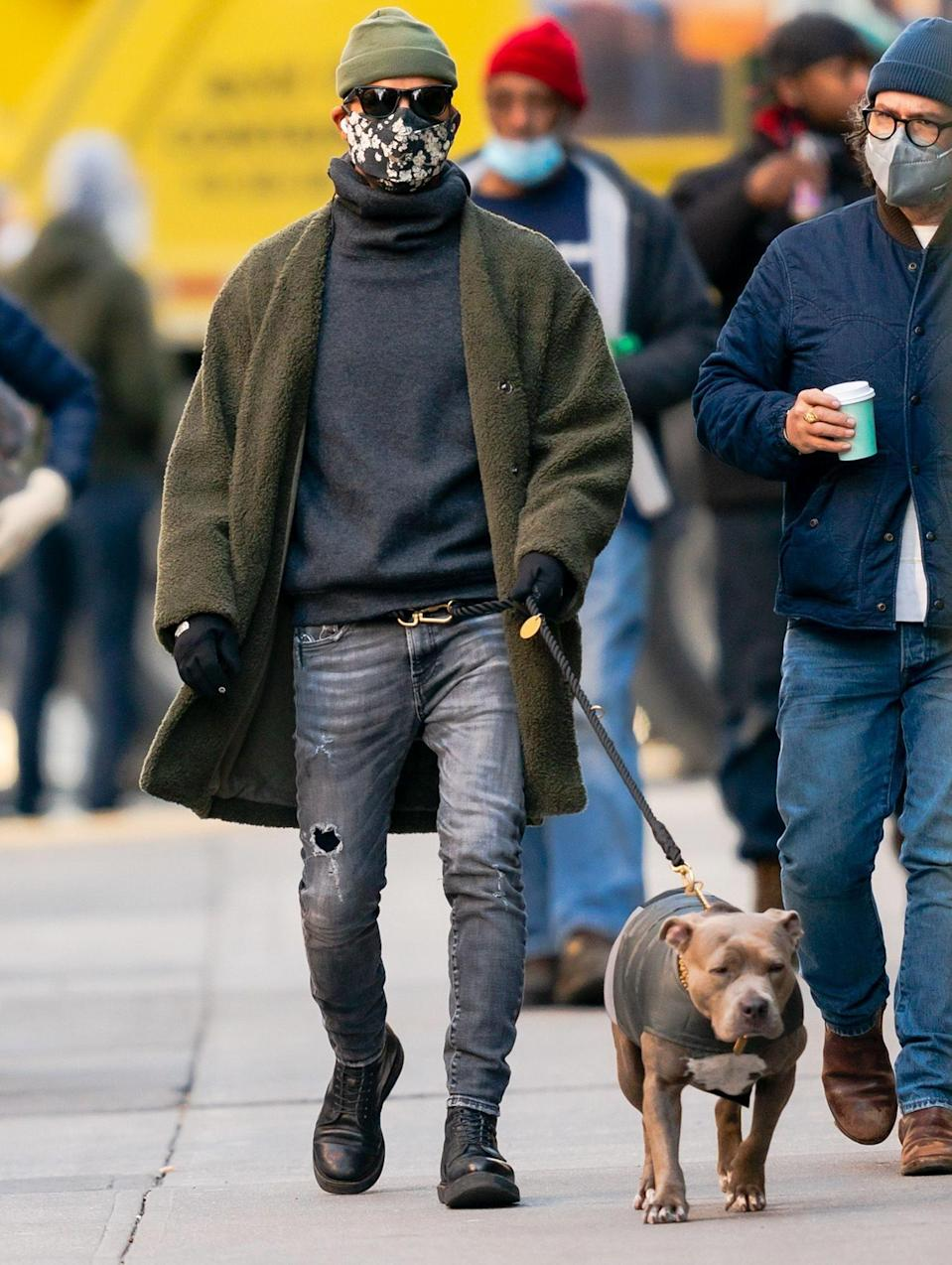 <p>Another day, another dog walk for Justin Theroux and his pup Kuma, who keep it cool in N.Y.C. on Wednesday.</p>