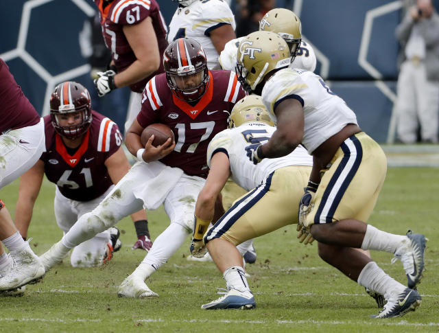 "Virginia Tech quarterback <a class=""link rapid-noclick-resp"" href=""/ncaaf/players/264245/"" data-ylk=""slk:Josh Jackson"">Josh Jackson</a> runs the ball in the fourth quarter of an NCAA college football game against Georgia Tech in Atlanta, Saturday, Nov. 11, 2017. (AP Photo/David Goldman)"