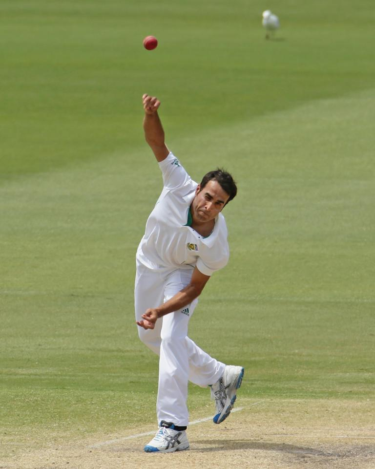 ADELAIDE, AUSTRALIA - NOVEMBER 25:  Imran Tahir of South Africa bowls during day four of the Second Test Match between Australia and South Africa at Adelaide Oval on November 25, 2012 in Adelaide, Australia.  (Photo by Scott Barbour/Getty Images)