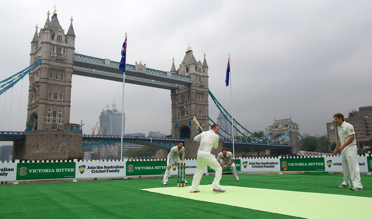 Australia's Michael Clarke (L), Chris Rogers (2nd L), James Faulkner (2nd R) and Shane Watson (R) from the Australian cricket team play a game of cricket on a barge in the river Thames by Tower Bridge in central London on June 20, 2013. AFP PHOTO/ANDREW COWIE
