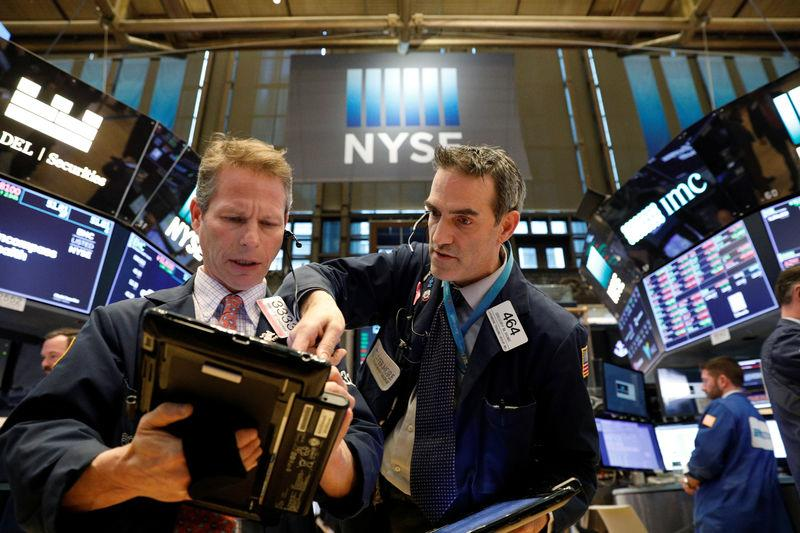 United States stocks close higher, tech and bank stocks rally