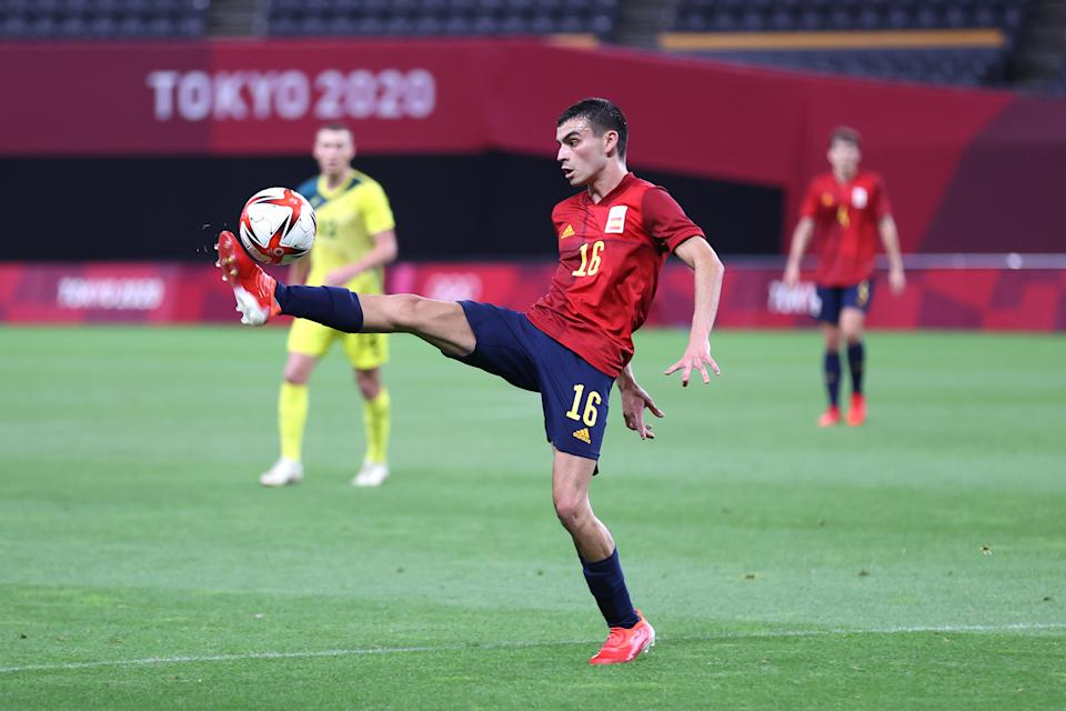 SAPPORO, JAPAN - JULY 25: Pedri Gonzalez #16 of Team Spain controls the ball during the Men's First Round Group C match between Australia and Spain on day two of the Tokyo 2020 Olympic Games at Sapporo Dome on July 25, 2021 in Sapporo, Hokkaido, Japan. (Photo by Masashi Hara/Getty Images)