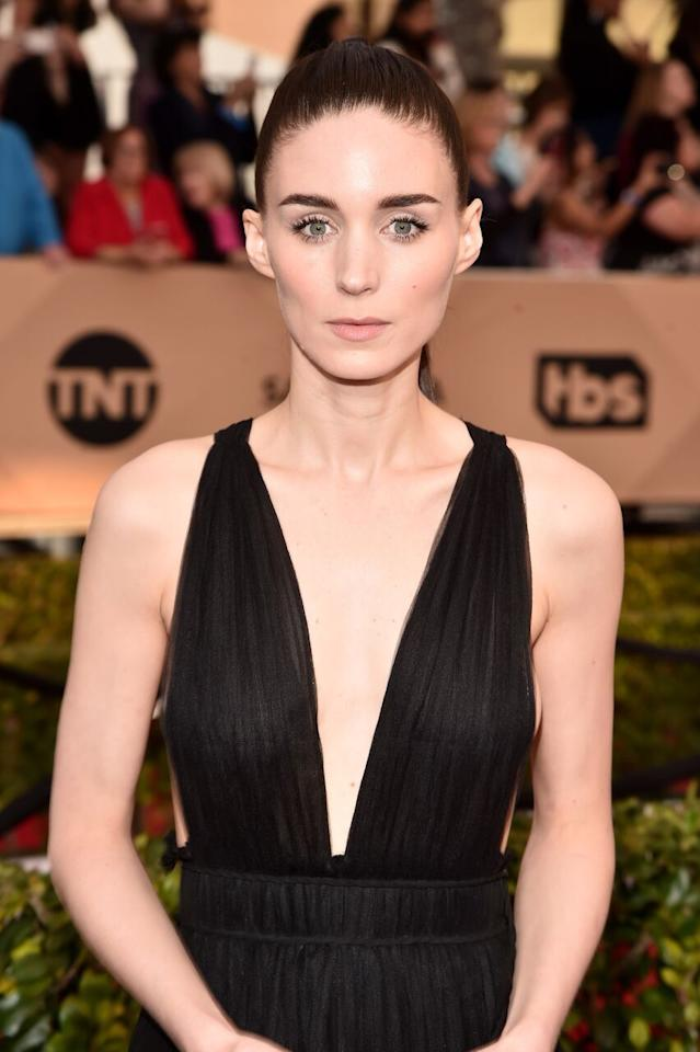 <p>The <i>Carol</i> nominee rocked dark, straight, and heavy brows that frame her angular face. (Photo: Getty)</p>