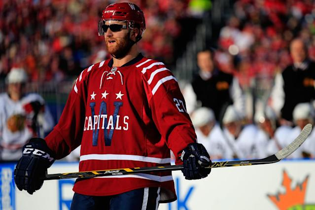 Karl Alzner rocks sunglasses in Winter Classic, felt 'opposite of cool'