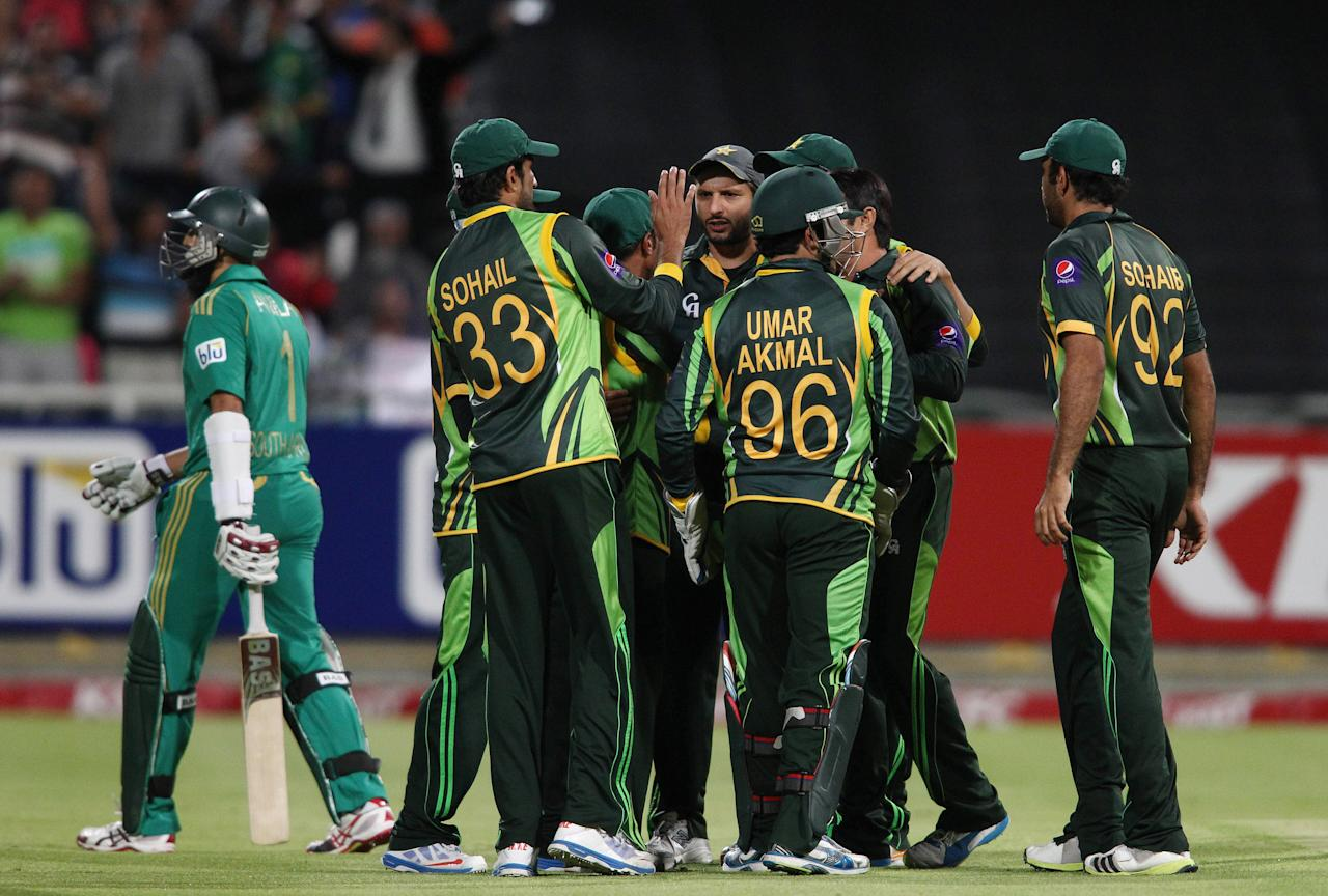CAPE TOWN, SOUTH AFRICA - NOVEMBER 22: Pakistan celebrate Hashim Amla of South Africa wicket during the 2nd T20 International match between South Africa and Pakistan at Sahara Park Newlands on November 22, 2013 in Cape Town, South Africa. (Photo by Shaun Roy/Gallo Images/Getty Images)