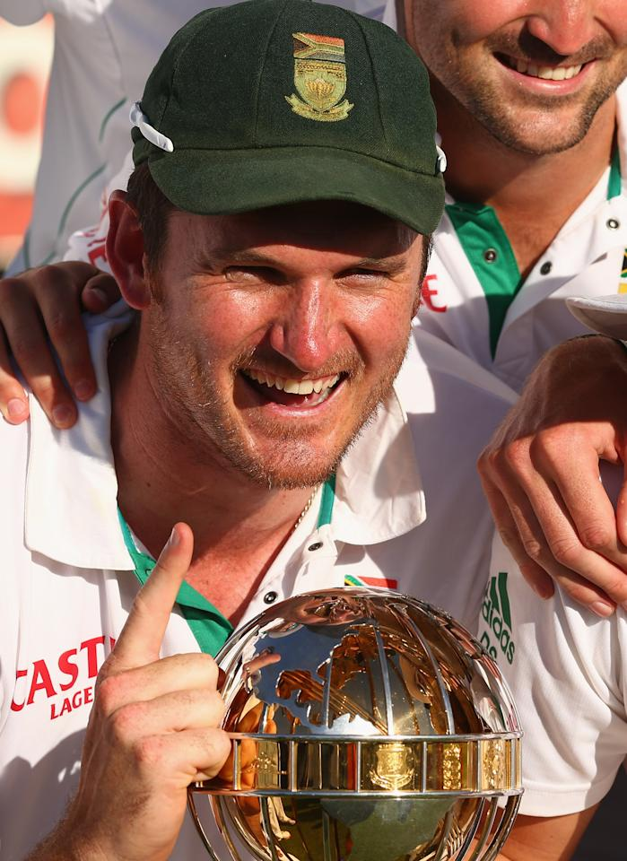 PERTH, AUSTRALIA - DECEMBER 03:  South African captain Graeme Smith celebrates with his team after South Africa defeated Australia on day four of the Third Test Match between Australia and South Africa at WACA on December 3, 2012 in Perth, Australia.  (Photo by Robert Cianflone/Getty Images)