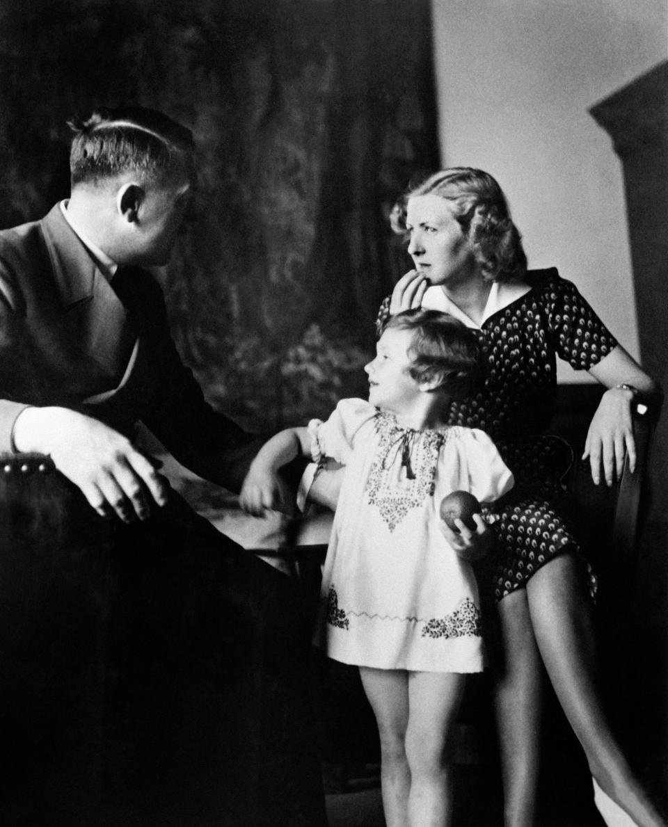 """Eva Braun poses with Ursula """"Uschi"""" Schneider, daughter of her best friend Herta Schneider, and her companion Adolf Hitler, Führer of the German Reich,in the 40s, at the Berghof on the Obersalzberg, the house of Adolf Hitler, near Berchtesgaden, Bavaria, Germany. (Photo by - / AFP)        (Photo credit should read -/AFP via Getty Images)"""