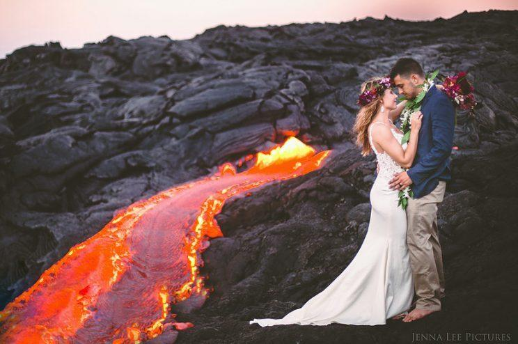 The happy couple pose dangerously close to the lava. (Photo: Jenna Lee Pictures)