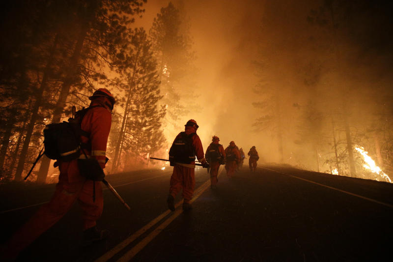 Crews battle huge wildfire raging in Yosemite area