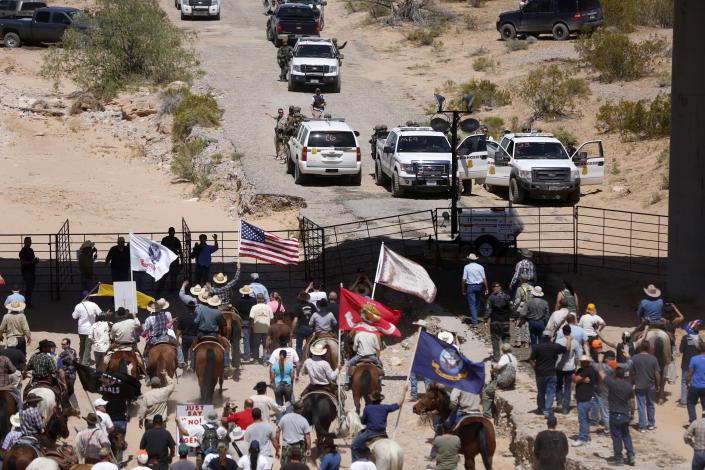 Protesters in 2014 at the Bureau of Land Management's base camp, where cattle seized from rancher Cliven Bundy were being held. (Photo: Jim Urquhart/Reuters)