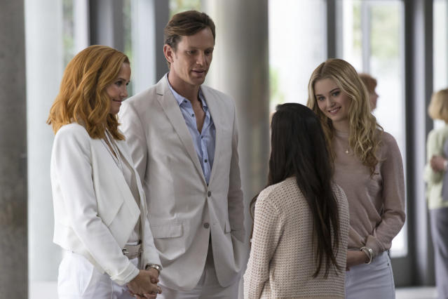 Annie Wersching and Kip Pardue as the Deans in <em>Marvel's Runaways</em>. (Photo: Virginia Gardner/Hulu)