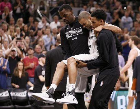 Spurs' Parker leaves Game 2 with apparent knee injury