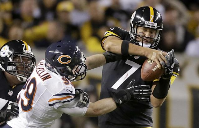 Chicago Bears defensive end Shea McClellin (99) hits Pittsburgh Steelers quarterback Ben Roethlisberger (7) during in the second quarter of an NFL football game in Pittsburgh, Sunday, Sept. 22, 2013. Roethlisberger escaped the tackle. The Steelers lost 40-23. (AP Photo/Gene J. Puskar)