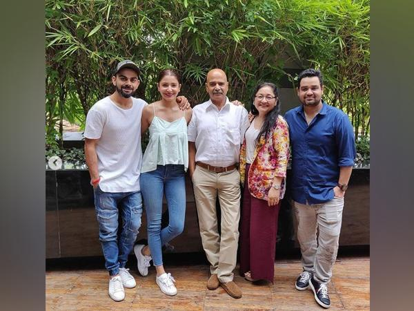Anushka Sharma with her family (Image Source: Instagram)