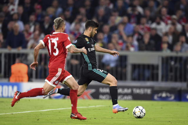 Madrid's Marco Asensio, right, scores his side's second goal during the soccer Champions League first leg semifinal soccer match between FC Bayern Munich and Real Madrid in Munich, southern Germany, Wednesday, April 25, 2018. (Andreas Gebert/dpa via AP)
