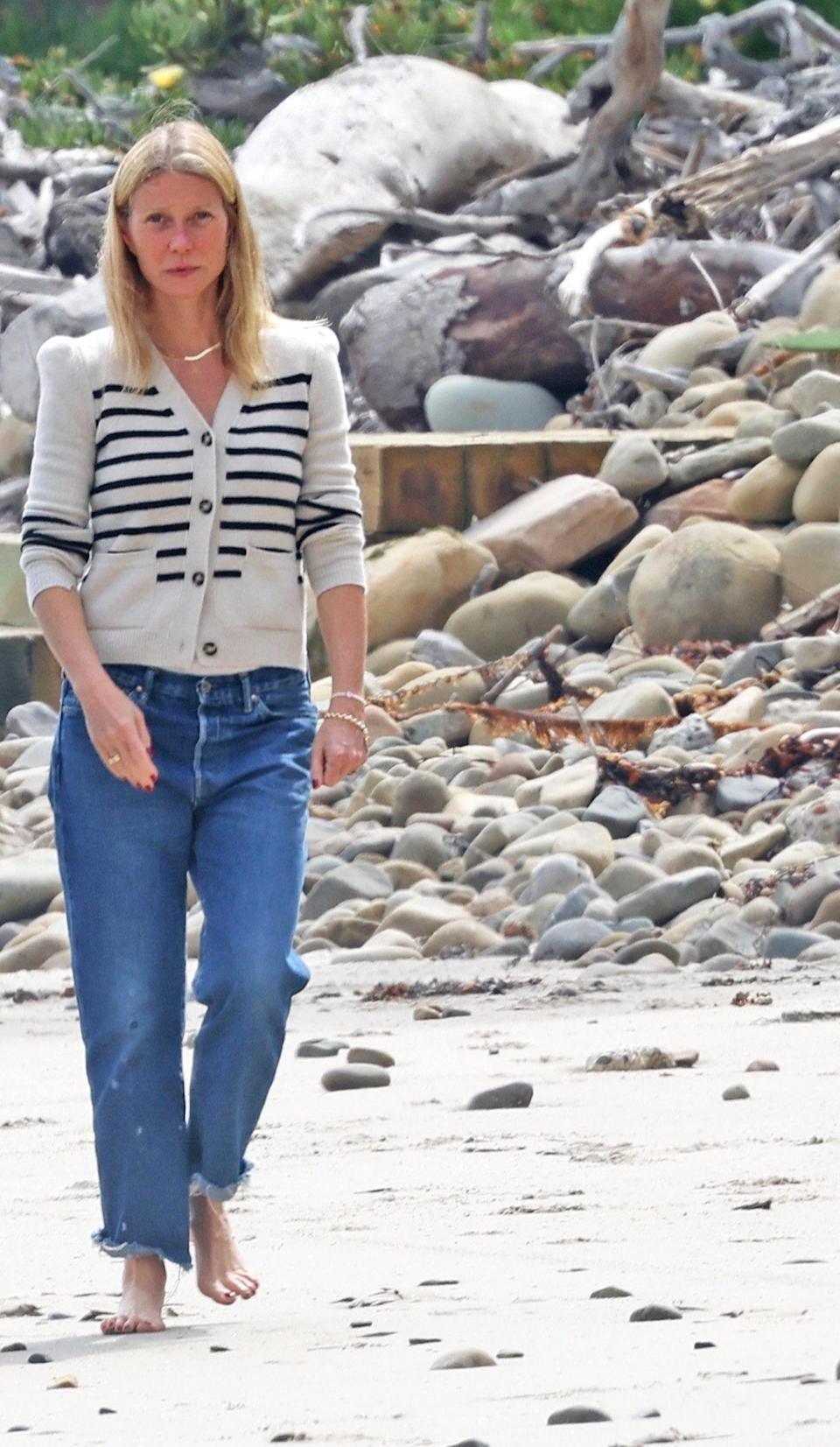 """<h1 class=""""title""""><em>EXCLUSIVE</em> Gwyneth Paltrow takes a stroll on the beach in Montecito after checking on the build of her eco-friendly mega mansion</h1><cite class=""""credit"""">Photo: Backgrid</cite>"""