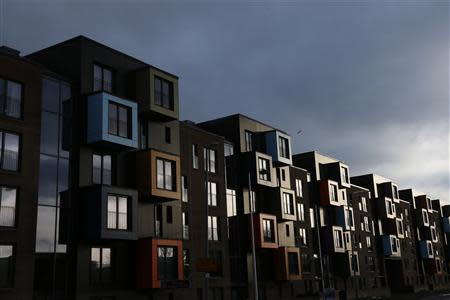 Apartment housing blocks are seen in Govan, Glasgow, Scotland January 16, 2014. The British shipbuilding industry has been through a turbulent time after defence contractor BAE Systems announced in November that it planned to lay off 1,775 ship workers across the UK. REUTERS/Stefan Wermuth