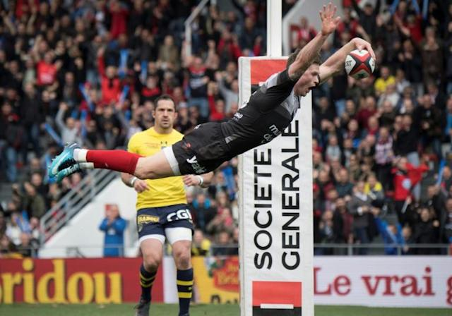 RC Toulon's British winger Chris Ashton dives to score a try during their French Top 14 rugby union against Clermont in Toulon, southeastern France (AFP Photo/BERTRAND LANGLOIS)
