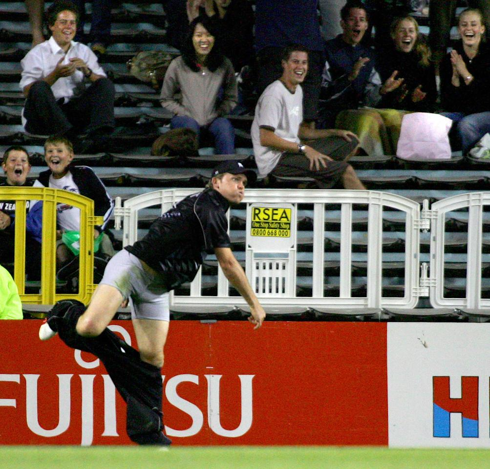 Auckland, NEW ZEALAND:  Lou Vincent of the New Zealand Black Caps looses his pants as he fields a ball on the boundary during the 5th ODI of the five match series between New Zealand and the West Indies at Eden Park in Auckland, 04 March 2006.  The West Indies won the match by 3 wickets and New Zealand won the series 4-1.  AFP PHOTO/Dean TREML  (Photo credit should read DEAN TREML/AFP/Getty Images)