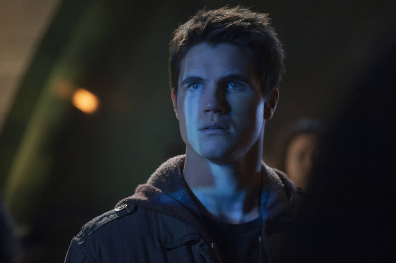 "Robbie Amell as Stephen in the series premiere of The CW's ""The Tomorrow People."""