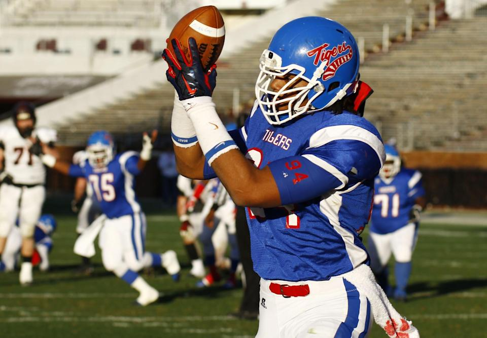 Noxubee County's Jeffery Simmons scores with a 17-yard touchdown pass against St. Stanislaus in the first half of their Mississippi 4A Championship high school football game on Saturday, Dec. 6, 2014, in Starkville, Miss. (AP Photo/Rogelio V. Solis)