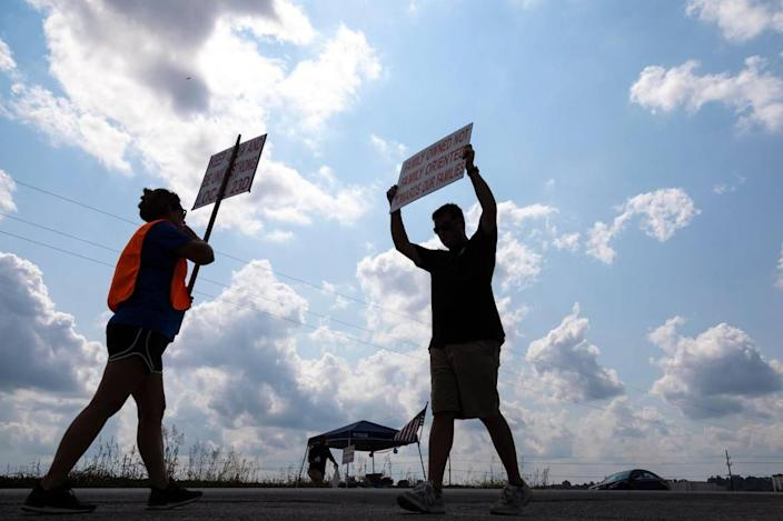 Members of Local 23D Union picket in front of Heaven Hill Distillery in Bardstown, Ky., Monday, September 13, 2021.