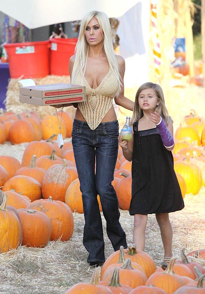 "Are actress/model Shauna Sand and daughter Isabella going to camp out and wait for the Great Pumpkin? They certainly brought a lot of food. IONU-Campos/<a href=""http://www.x17online.com"" target=""new"">X17 Online</a> - October 11, 2009"