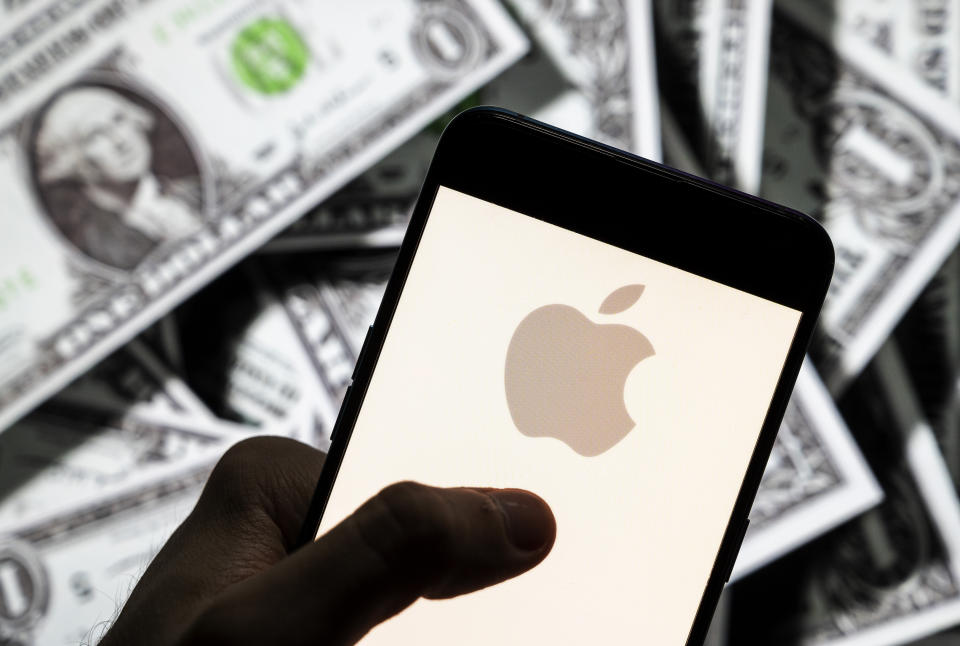 CHINA - 2021/04/23: In this photo illustration the American multinational technology company Apple logo seen on an Android mobile device screen with the currency of the United States dollar icon, $ icon symbol in the background. (Photo Illustration by Budrul Chukrut/SOPA Images/LightRocket via Getty Images)