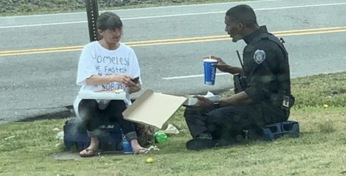 Goldsboro, NC police officer Micheal Rivers sat down to have lunch with a homeless woman and his gesture went viral. (Photo: Cassie Barnes/Chris Barnes)