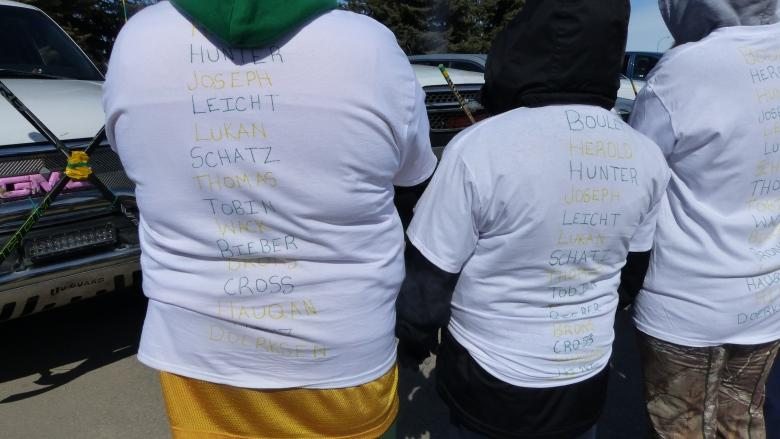 Hoping to spread 'warmth': Reginans gather in honour, and support of Humboldt Broncos