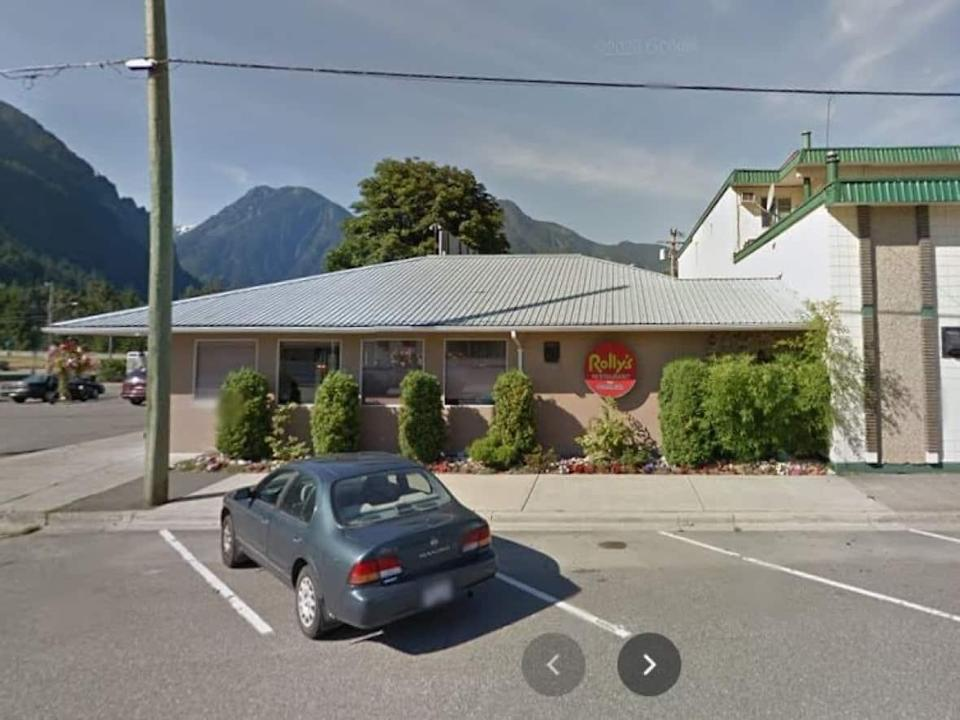 The business licence of Rolly's Restaurant in Hope, B.C., has been suspended and the owner is facing a fine of $100 per day, every day it opens. (Google - image credit)