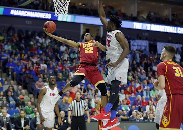 "USC's <a class=""link rapid-noclick-resp"" href=""/ncaab/players/136162/"" data-ylk=""slk:De'Anthony Melton"">De'Anthony Melton</a> goes up for a shot in front of SMU's <a class=""link rapid-noclick-resp"" href=""/ncaab/players/121387/"" data-ylk=""slk:Semi Ojeleye"">Semi Ojeleye</a> during the NCAA tournament last March. (AP)"