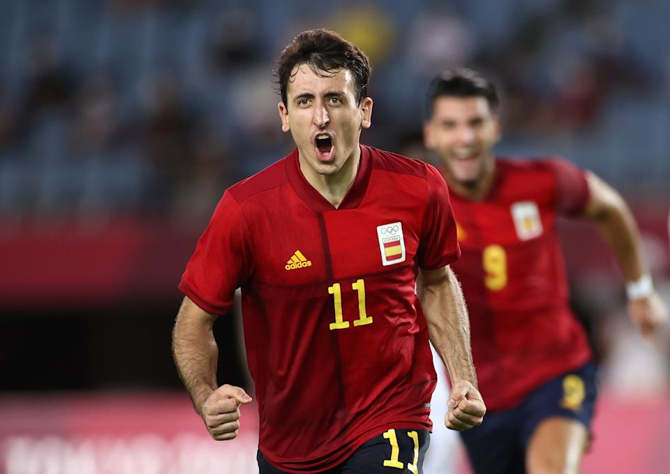 RIFU, MIYAGI, JAPAN - JULY 31: Mikel Oyarzabal #11 of Team Spain celebrates after scoring their side's third goal from the penalty spot during the Men's Quarter Final match between Spain and Cote d'Ivoire on day eight of the Tokyo 2020 Olympic Games at Miyagi Stadium on July 31, 2021 in Rifu, Miyagi, Japan. (Photo by Koki Nagahama/Getty Images)